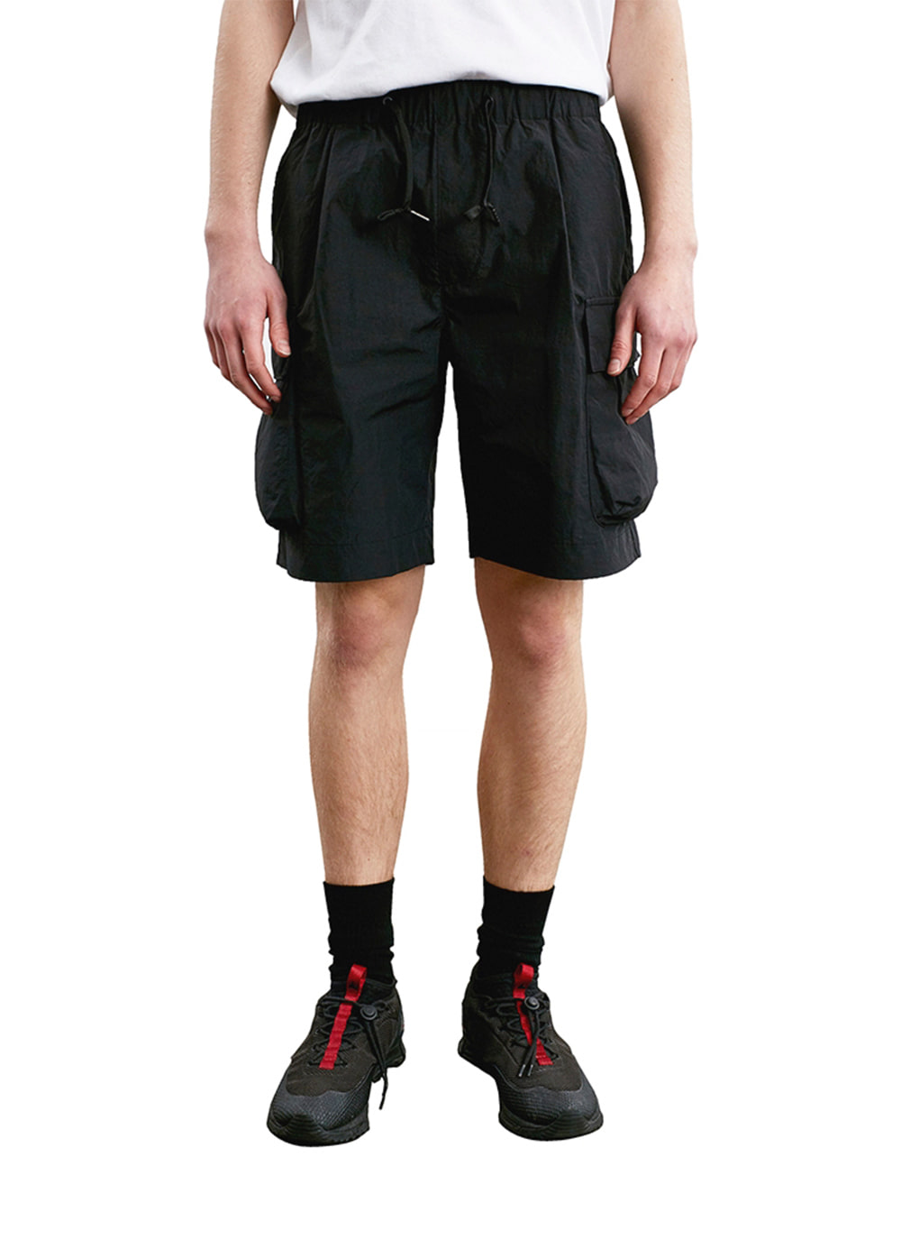 ONE TUCK CARGO SHORTS black